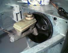 Hovedcylinder montert med bremsekraftforsterker.
